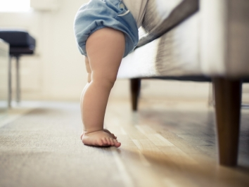 toddler and household dust